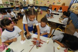 Alfabetização entre crianças mais ricas é até 6 vezes maior que entre as pobres