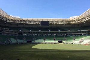 O campo antigo foi retirado no final de março para os shows de Justin Bieber e Elton John