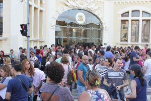 Manifestantes começaram a chegar na Câmara de Santos ainda no período da tarde e acompanharam a sessão, que terminou após um bate-boca envolvendo Rui de Rosis
