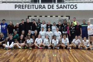 A equipe sub-19 de handebol feminino do Santos/Cepe/Fupes estreia nesta quinta-feira (6) nos Jogos da Juventude