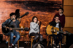 """A banda guarujaense Los Volks acabara de alcançar o 3º lugar no TOP 15 da emissora australiana """"Banks Radio Australia"""""""