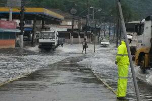Previsão do Núcleo de Pesquisas Hidrodinâmicas da Unisanta alerta para alta da maré nos próximos dois dias em Santos