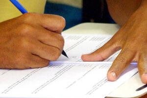 Dificuldades econômicas prejudicam a continuidade dos estudos de alunos brasileiros