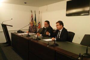 Flávia Gonçalves, Daury de Paula e José Daloia apresentaram proposta aos pescadores em audiência