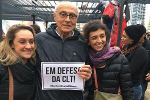 Eduardo Suplicy (PT-SP) compareceu à manifestação que aconteceu no Largo da Batata