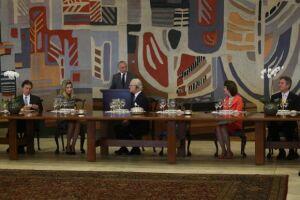 O presidente falou à imprensa apóss almoço com os reis da Suécia, Carlos Gustavo e Sílvia