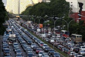 As multas nas marginais Tietê e Pinheiros caíram para menos da metade