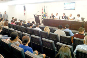 Ouvidor e Rivaldo dos Santos, o secretário Sadao Nakai e outros representantes do Executivo foram cobrados pela comunidade e conselheiros em audiência pública
