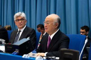 O diretor-geral da Aiea, Yukiya Amano (à dir.), durante a reunião da comissão preparatória para a Conferência de Revisão do Tratado de Não Proliferação de Armas Nucleares