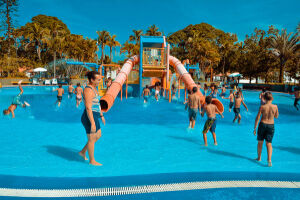 Entre os eventos previstos também está o banho de piscina, que é um momento de lazer para os alunos