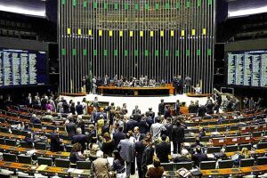 A PEC da previdência social será votada em dois turnos no plenário da Câmara Federal e se for aprovada será encaminhada para votação também no Senado