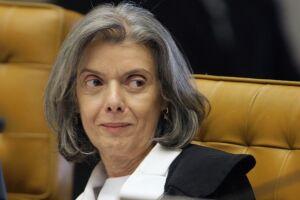 Carmen Lúcia afirmou que o exercício da atividade política depende do jornalismo