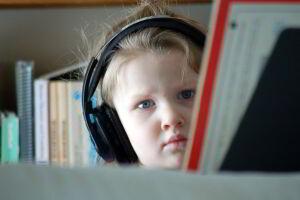 Ao afetar as emoções, a música é capaz de estimular profundamente o cérebro