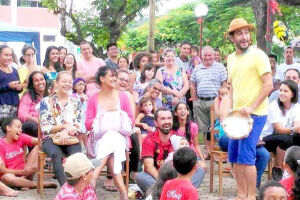 Praças lotadas e sorridos pelo Vale: como contrapartida social da circulação do ProAC o grupo realizou também apresentações em escolas do Litoral Sul de São Paulo
