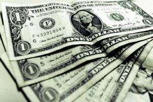 O dólar comercial iniciou o dia em queda