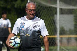 Em último treino, realizado em Santa Cruz de la Sierra, o técnico Dorival Júnior fez mistério e não confirmou os titulares. Ele, porém, deve promover três mudanças no time