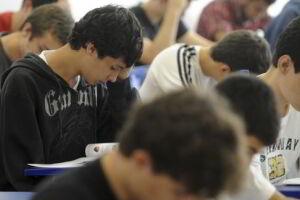 No primeiro domingo, os estudantes farão provas de ciências humanas, linguagens e redação