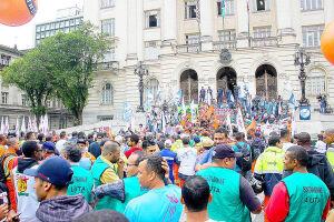 Sindicalistas de Santos estão se reunindo com as direções das centrais sindicais para saber quais serão os próximos passos da mobilização contra as reformas