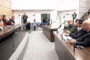 O ex-secretário Cláudio Fernando de Aguiar foi interrogado por 2h30 pela Comissão de Fiscalização e Controle da Câmara, liderada pela vereadora Andressa Sales (PSB)