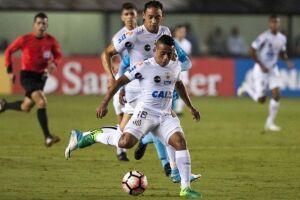 Vladimir Hernández já caiu nas graças da torcida do Santos