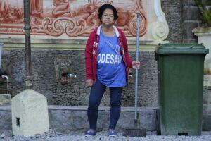 Elezenita Carvalho da Silva, de 59 anos, é conhecida como a Vovó da Praça