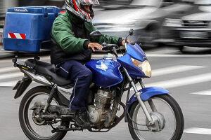 Motociclistas estão proibidos de trafegar pela pista central da Marginal Tietê