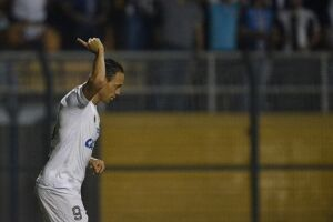 Ricardo Oliveira abriu o marcador no começo do jogo