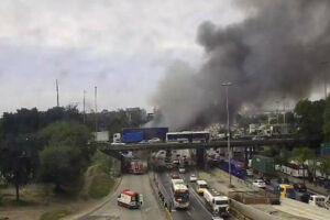 Ônibus foram queimados na manhã desta terça-feira (2)