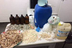 A PM apreendeu cocaína, crack, maconha e lança-perfume