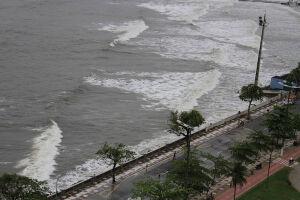 A Defesa Civil informa a população que há possibilidade de ondas de maré moderadas nesta segunda (15) e terça-feira (16)