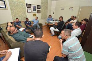 Vereadores prometeram à Comissão de Desempregados, na segunda-feira, estudar lei garantindo que vagas de emprego abertas por empresas locais sejam oferecidas no PAT