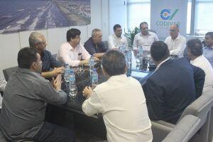 Implantação do sistema foi o principal assunto da reunião do Codivar sobre projeto de turismo regional, ontem, em Peruíbe; deputado João Paulo Papa conduziu a reunião