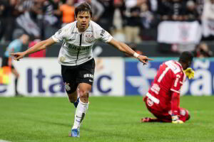 Romero marcou para o Corinthians na arena