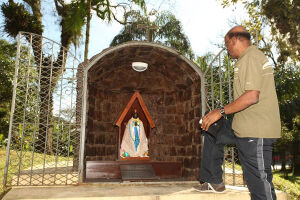 Quem for passear na Linha Conheça Santos-Morros, neste sábado (27), terá a chance de participar da 11ª Festa de Santa Sara Kali