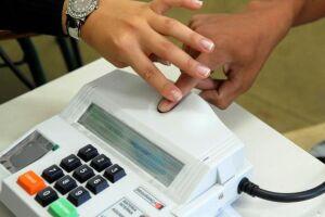 O sistema de identificação por biometria já foi implantado em 82 cidades, onde está sendo feita uma revisão do eleitorado