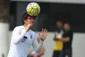 O jogador era dúvida para o duelo contra o time mineiro, pois queixou-se de fortes dores no joelho após a goleada sobre o Sporting Cristal