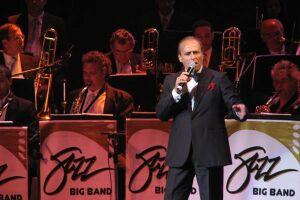 O musical, que conta com 26 artistas envolvidos, entre atores, cantores e orquestra, presta um tributo à Frank Sinatra, no mês de aniversário de sua morte
