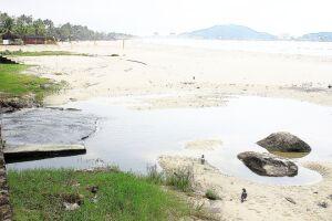 Sabesp está questionando as multas praticadas pela Administração Municipal, após flagrar inúmeros problemas de vazamento de esgoto próximos à praia