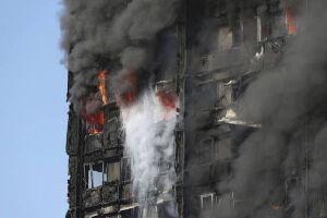 As autoridades dizem que o número de mortos pode aumentar pois muitas pessoas podem ter ficado presas no edifício