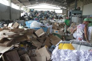 A cooperativa recebeu, de janeiro a abril deste ano 119.650 kg de lixo reciclável oriundo dos ecopontos e 324.760 kg recolhidos pelo serviço de coleta seletiva