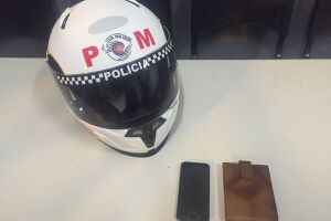 Um celular e uma carteira foram recuperados pela PM