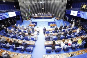 Durante votação no plenário do Senado, sindicalistas prometem  pressionar senadores a rejeitarem projeto
