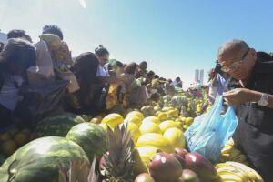 Os preços de banana, laranja, maçã, mamão e melancia seguem apresentando queda no mês de maio