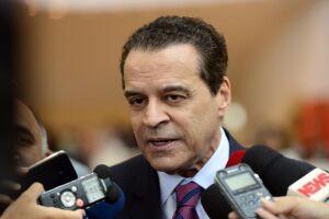 A Justiça Federal acatou o pedido de transferência de Henrique Alves para Brasília