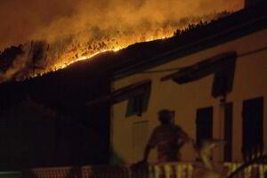 Incêndio florestal em Pedrogão Grande, centro de Portugal, neste domingo, 18