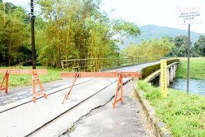 Técnicos da Comdec constataram uma trinca acentuada na cabeceira da ponte que dá acesso aos bairros Fabril, Água Fria, Pinheiro do Miranda e Vila Light