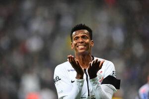 Centroavante marcou um golaço sobre o Santos e manteve a sua fama de carrasco dos rivais