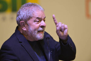 Lula é apoiado pelo PT para derrubar as reformas de Temer