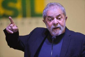 Ao lado de deputados e senadores, Lula falou apenas das eleições de 2018. Para ele, o partido precisa voltar a despertar a esperança da sociedade