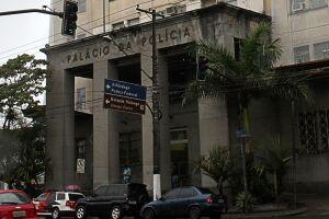 O rapaz foi autuado por extorsão na Delegacia Especializada Antissequestro de Santos (Deas), no Palácio da Polícia